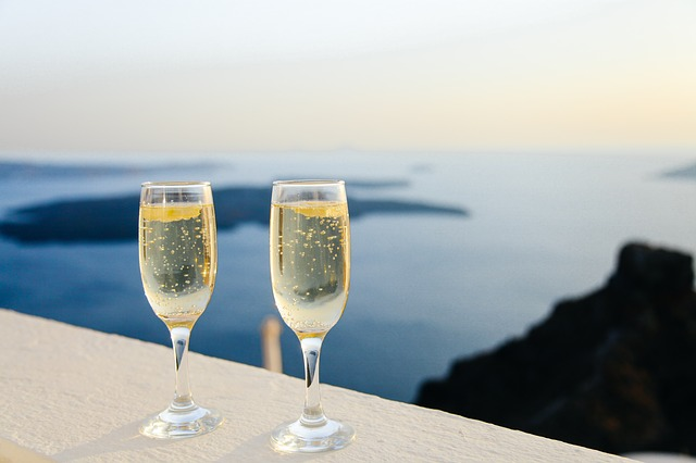 CHAMPAGNE / SPARKLING WINES